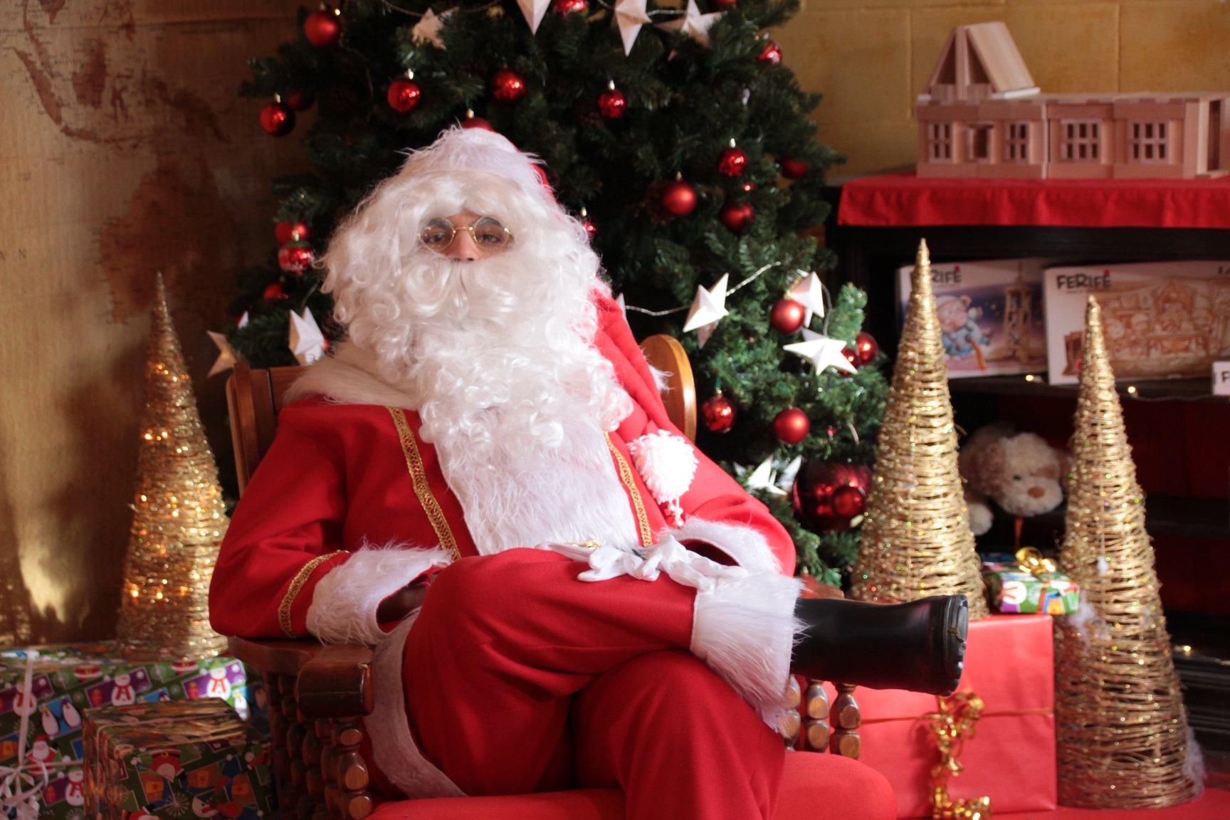 Il Babbo Natale.Babbo Natale A Domicilio Porta Babbo Natale A Casa Tua