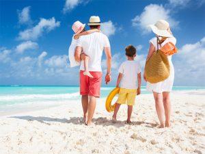 famiglia in vacanza con bambini